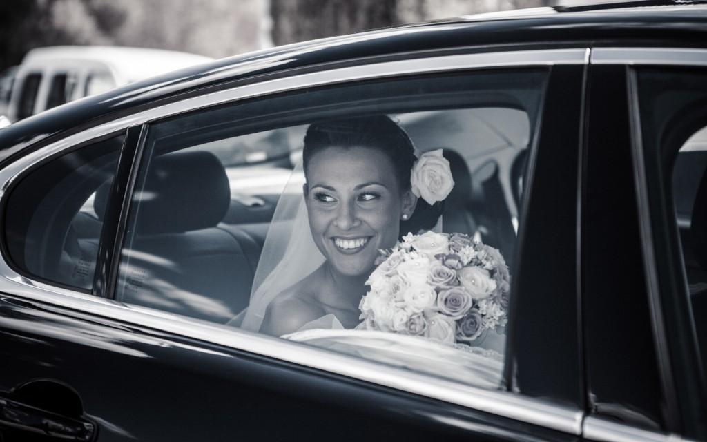 Mariée voiture noir et blanc